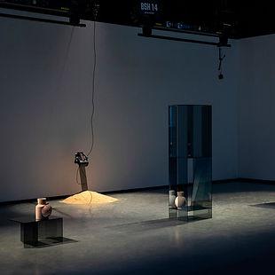 Layered Transaprency Vase Ausstellung Anne-Sophie Oberkrome