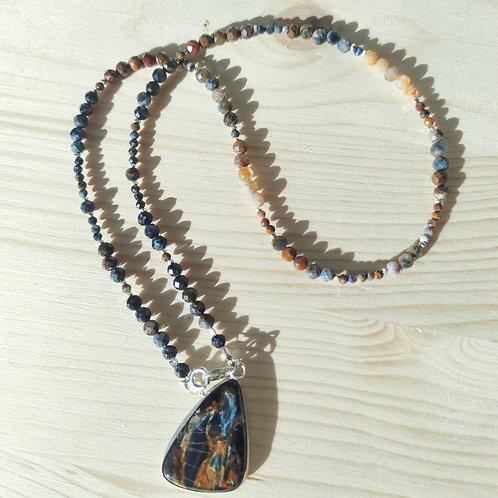 Ожерелье петерсит с подвеской из петерсита