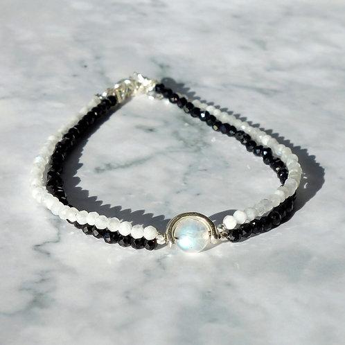 Двойной браслет шпинель и лунный камень с серебром