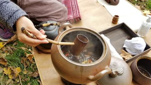Mojoosh serving 8 Treasures Tea.
