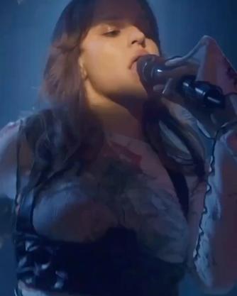 @siuzannavarnina wearing @avetisyanch during online concert styled by @valnikolskaya