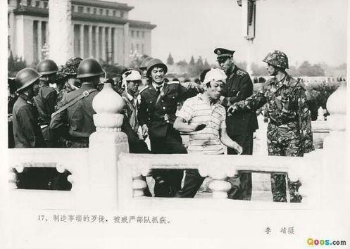 89年6月4日清晨,军队占领天安门广场后,逮捕了许多抗议屠杀的民众,疯狂