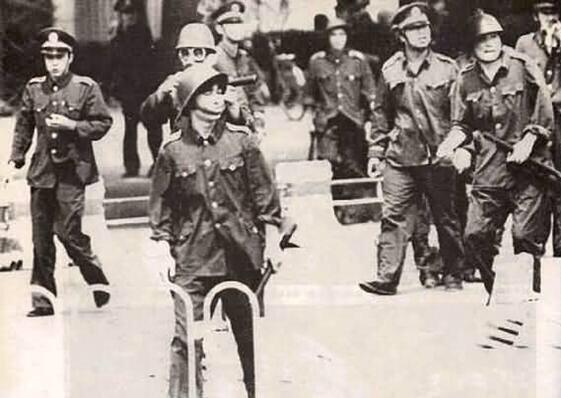 89年6月3日下午逾千名武警、公安和北京卫戍区军人出动,抢夺受阻的弹药车
