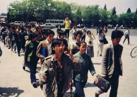 5月2日40多所髙校的70多名学生代表到中央办公厅、国务院办公厅信访局接