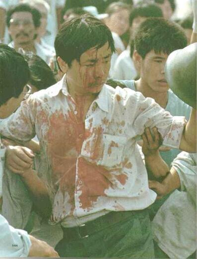89年6月3日下午人民大会堂西门,65集团军前往新华门抢夺弹药车受阻,多