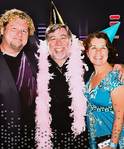 Pete & CarolLacey and Woz.jpg