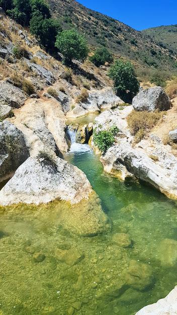 טיול מים למשפחות בנחל דישון בגליל
