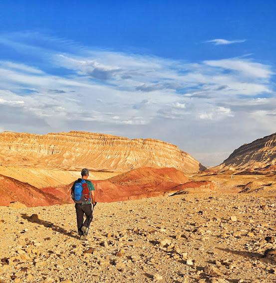 הליכה רגלית במכתש הקטן בנגב