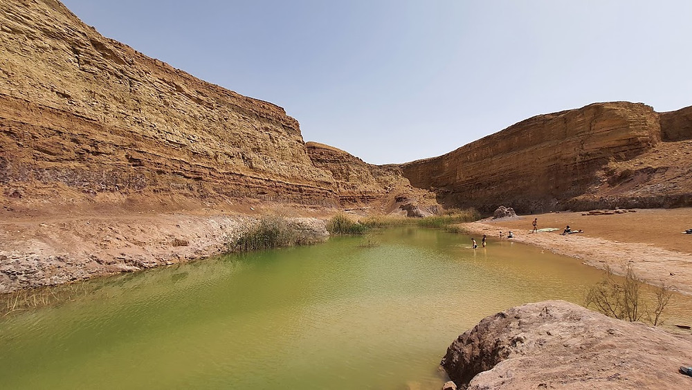 אגם בפארק צבעי רמון במכתש רמון