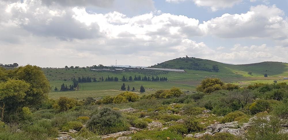 נוף מפסגת הר אביתר בגליל במסלול מעגלי