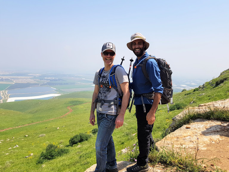 new age trekking - אורי ועידן בשבילים