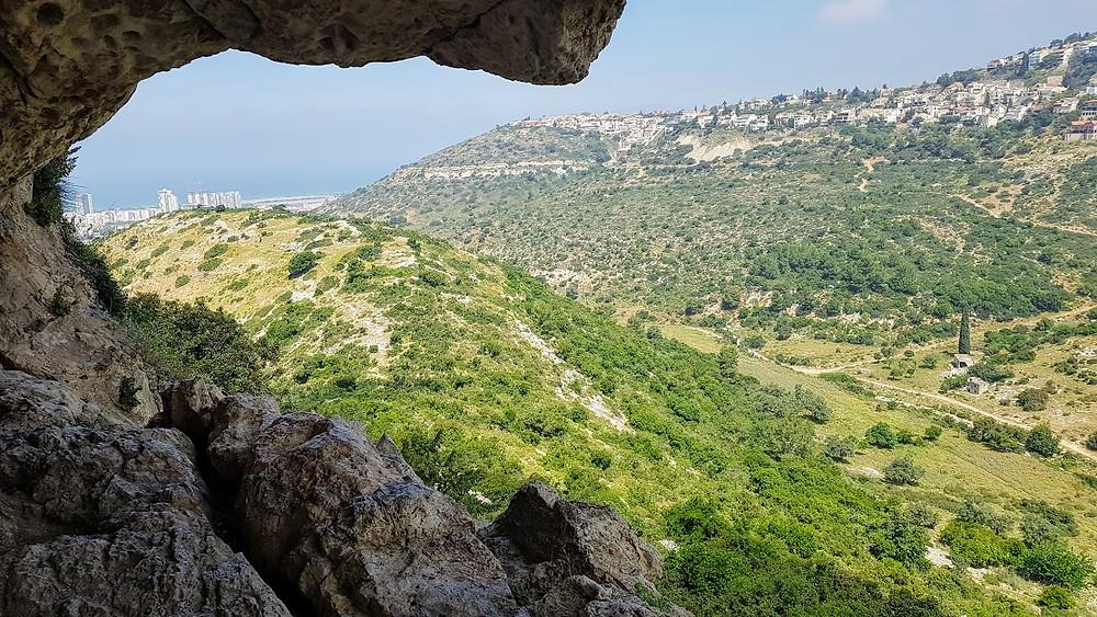 מערת אורנית מסלול קל עם נוף ליד חיפה