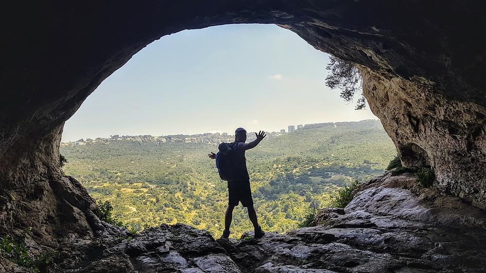 מערת אורנית טיול קל עם נוף ליד חיפה