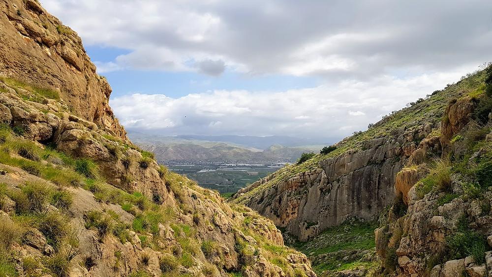 נוף מצוקים בנחל תלכיד בבקעת הירדן