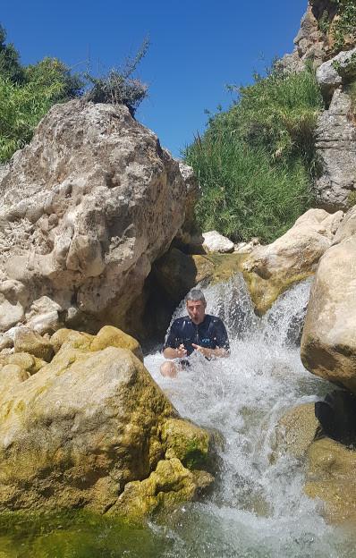 טיול מים למשפחות בנחל דישון