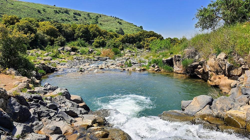 בריכה ומפל בנחל סער בצפון הגולן