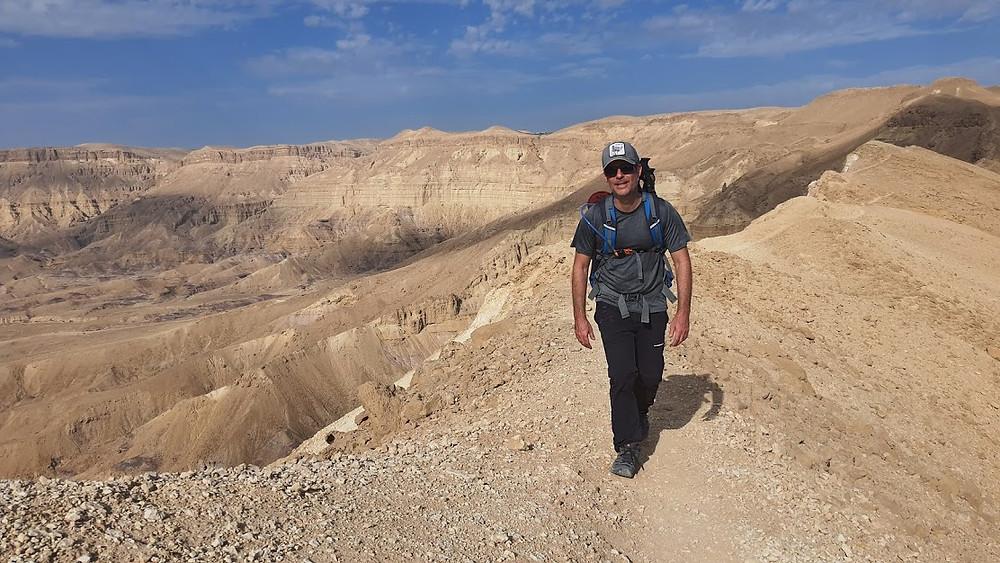 הליכה רגלית מעל המכתש הקטן בנגב