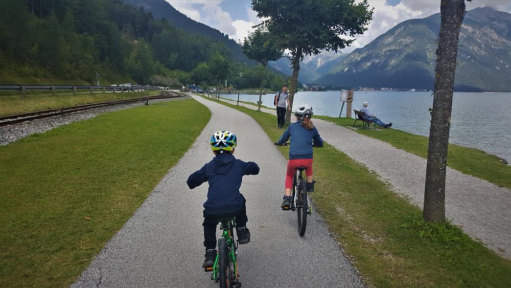 טיול אופניים באגם אכננזי באוסטריה