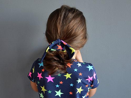 Scrunchie estrelas neon