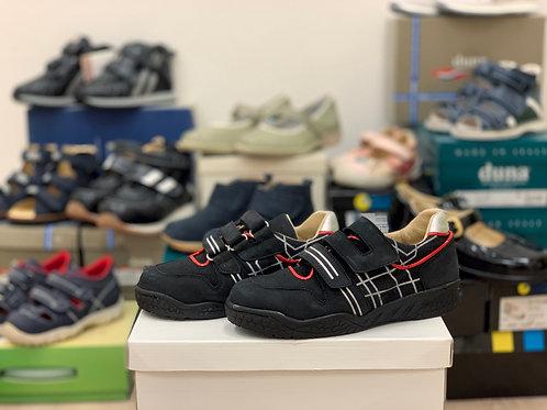 รองเท้าผ้าใบหุ้มส้น brand Material consult