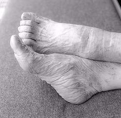 feet-4346329_1920_edited_edited_edited.j