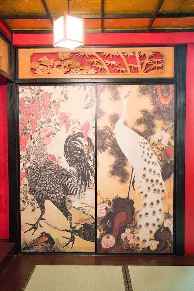 ブース_和室_04_クジャクと鶏.jpg
