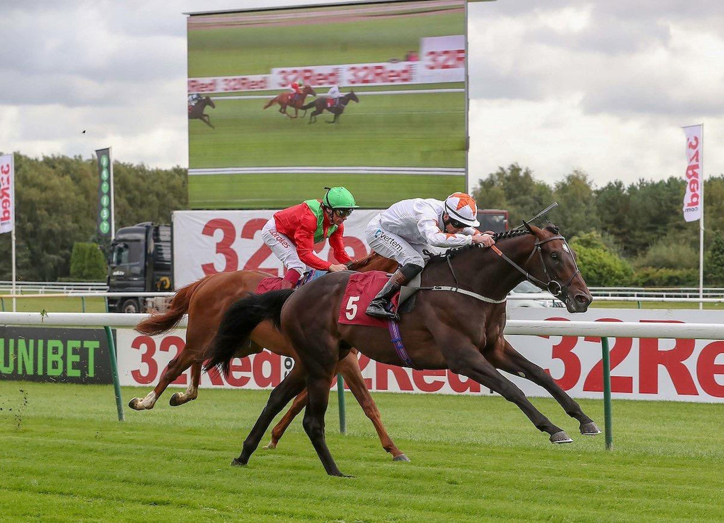 KADAR WINNING AT HAYDOCK.JPG