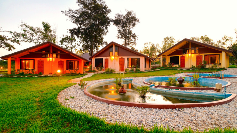 affordable-retreat-thailand-yoga_edited.