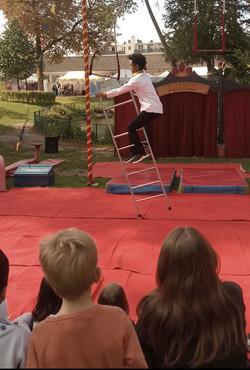 Echelle Ashenafi acrobate echelle  enfants