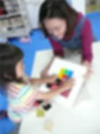 色と形の造形「ケルンモザイク」遊び