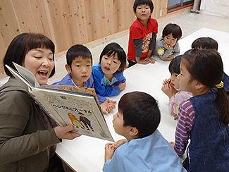 活動につながる絵本の読み聞かせは大切な導入です