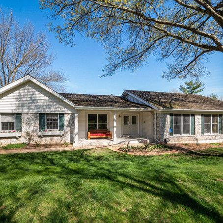 1566 Mason Valley Road, Town and Country, MO 63131