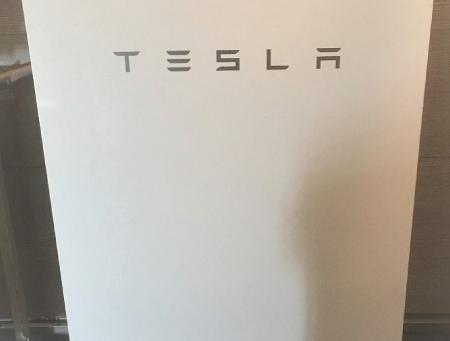 テスラ蓄電池設置工事完了しました