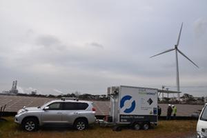 扇島発電所12MWにてPVテストカーでの検査風景(東京電力ホールディングス所有)