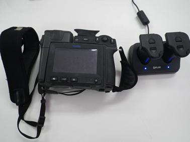 機器の事前動作確認や充電を行う(充電されたバッテリー、ストレージカード)の準備
