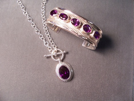 A matching ring and necklace set from Rêve