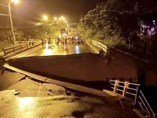 MASSIVE ' 8.0 EARTHQUAKE ' . . . ROCKS PERU