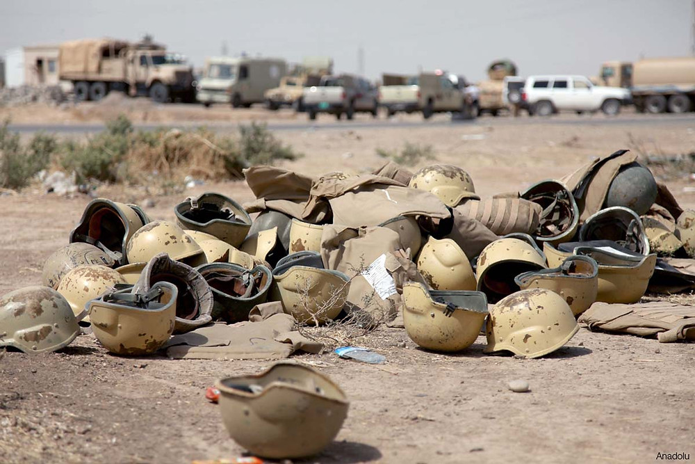 iraqi-military-armour-helmet-equipment-left-during-retreat-from-mosul-isis.jpg