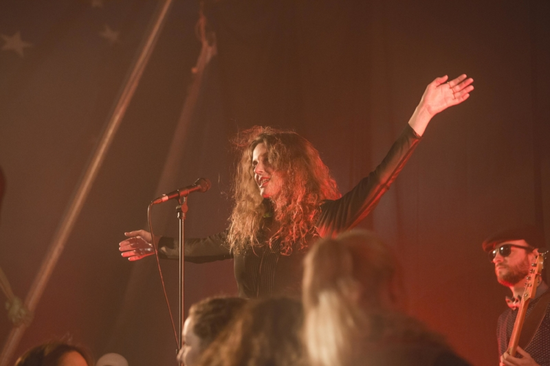 Anna Farrow concert