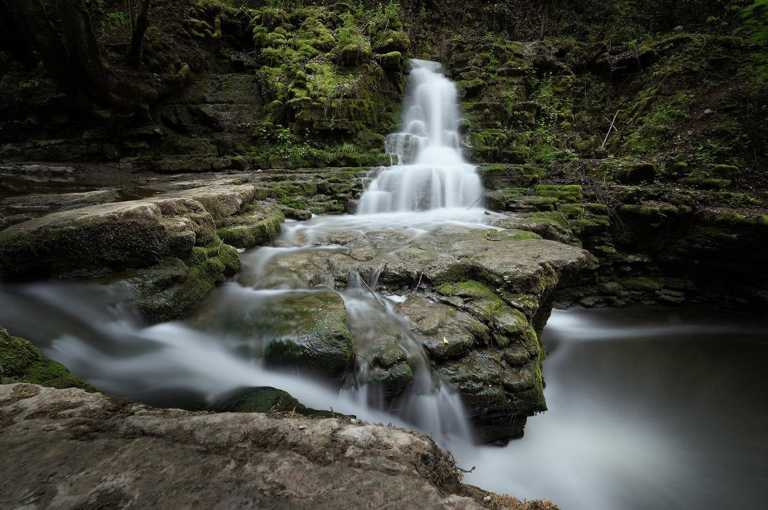 waterfall-5138793_1920.jpg