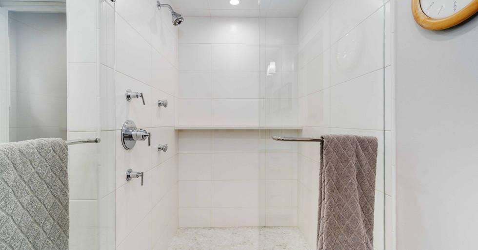 Custom Shower 2 _ Team Haikola _ Sleek &