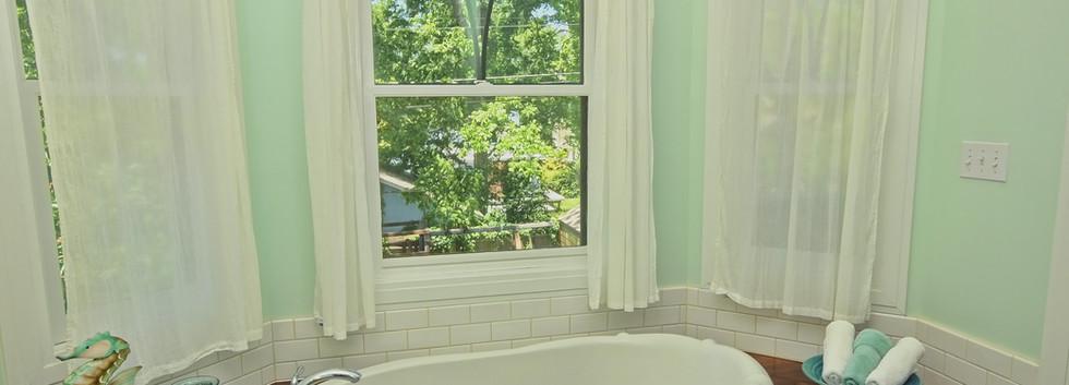 018_Master Bath.jpg