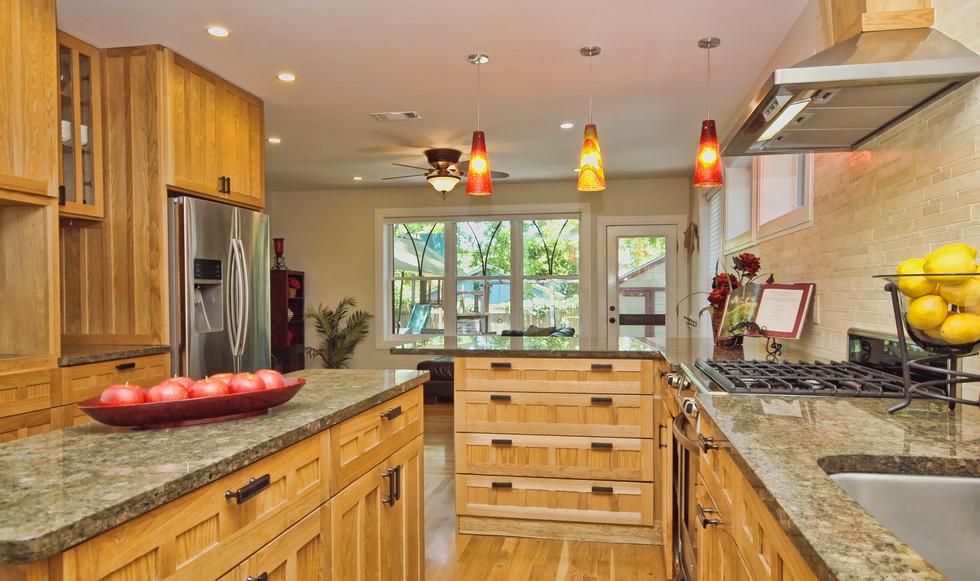 010_Kitchen 3.jpg