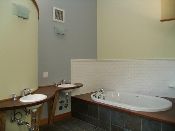 010_Master Bath.jpg