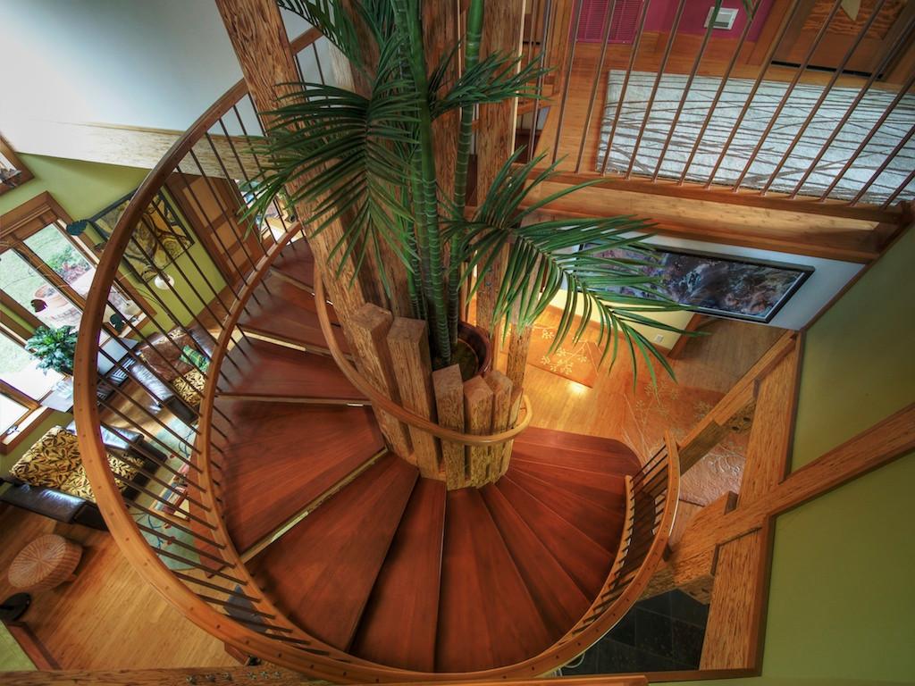 010_Dramatic Staircase.jpg