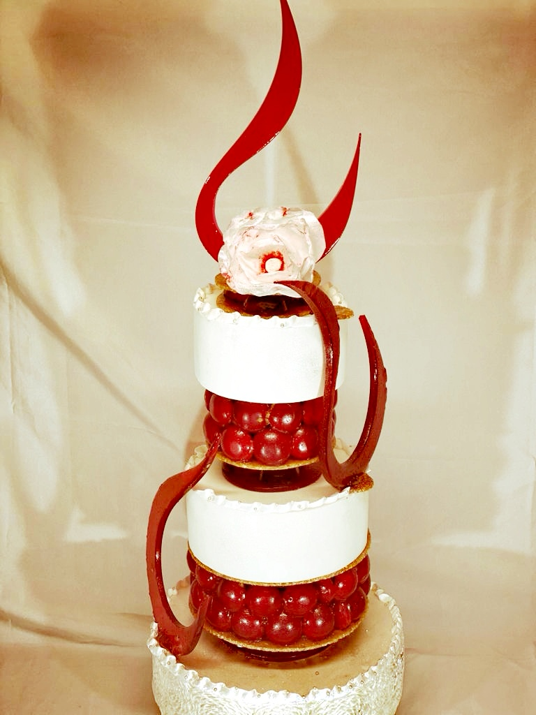 Wedding cake et choux aux fruits rouges