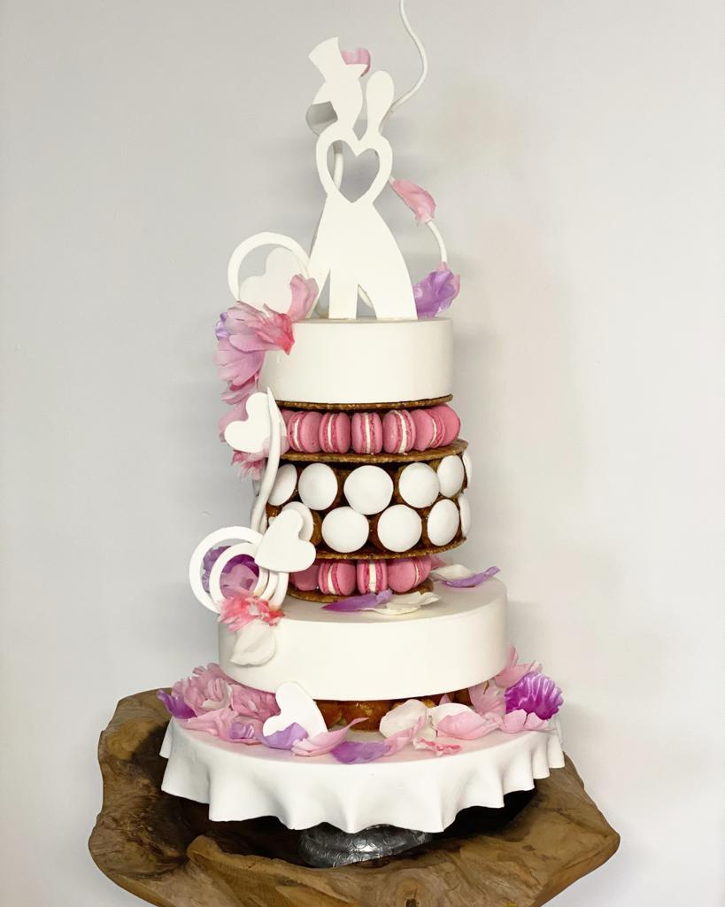 Wedding cake macaron à la rose