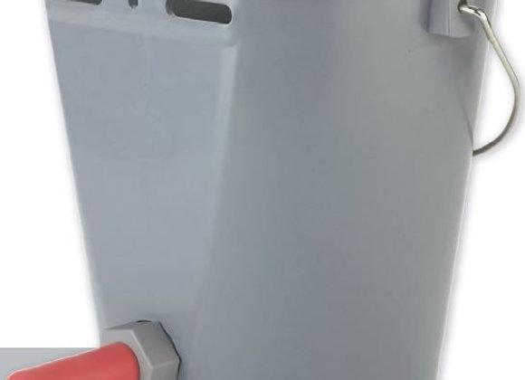 Ведро-поилка для телят с резьбовым клапаном