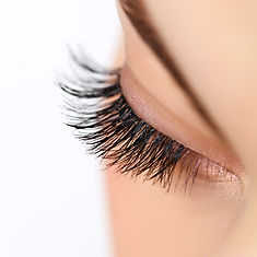 luxe nail bar huron waterloo kitchener beauty salon lashes eyelashes extentions