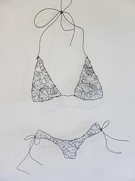 wire-sculpture-bikini-beach-art